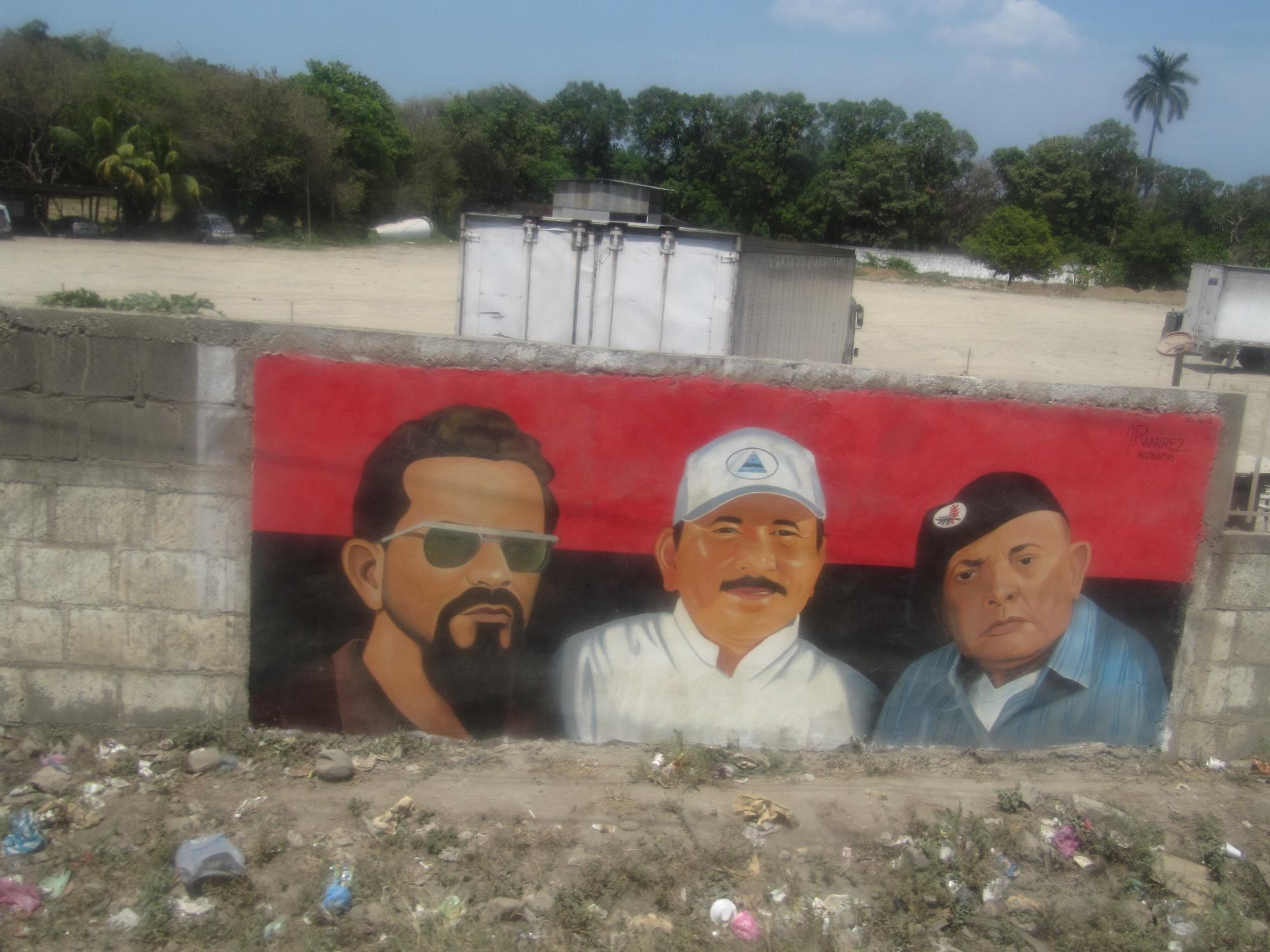 Uno de los pocos murales que vi, a pesar de que me habían dicho que vería muchos. Estos son Carlos Fonseca, Daniel Ortega y Borge. ¿Quién falta y quién sobra? Ja.